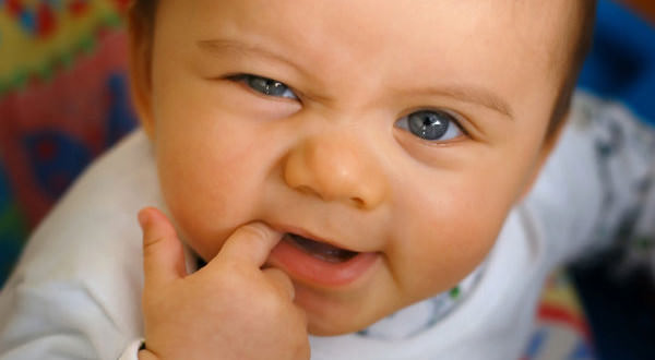 dentizione nei bambini sintomi cause e rimedi